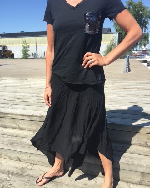 ana-look-svart