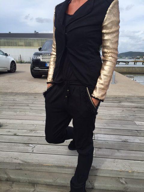 svarta byxor
