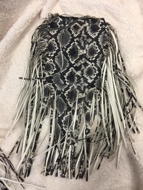 väska med grå snake
