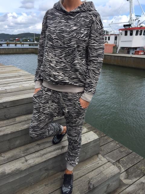 zebra hoodie lo-ika