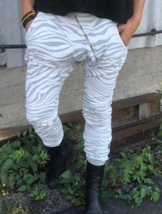 vita zebrabyxor