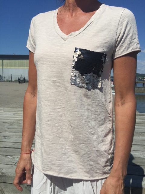 t-shirt med glitterficka