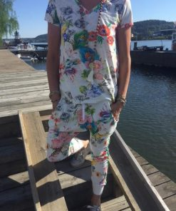 kläder med blommor