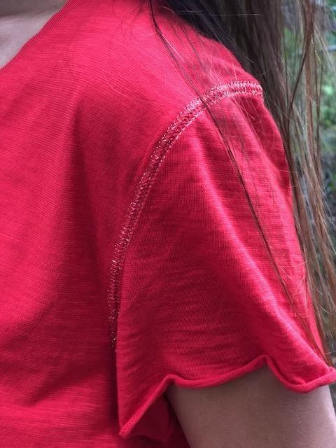 röd t-shirt med glittertråd