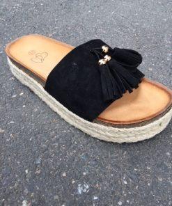 sko med toffsar