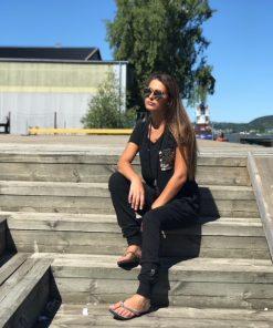 svarta kläder med bling