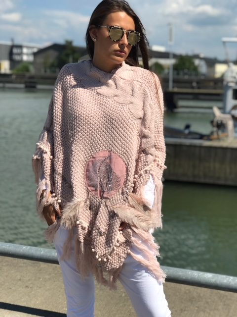 rosa poncho