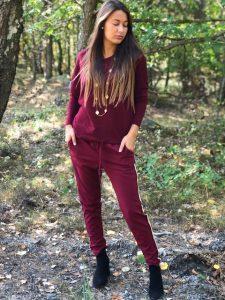 vinröda kläder