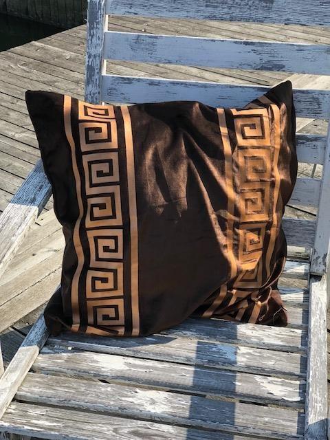 kudde sammet brun