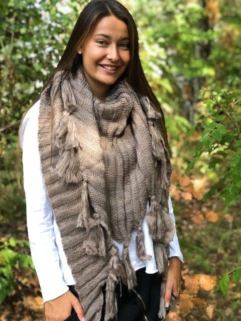 brun sjal med toffsar