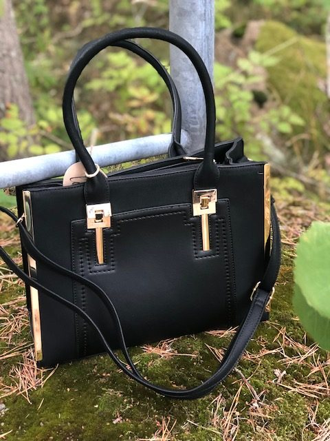 svart guld väska