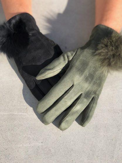 gröna och svarta handskar
