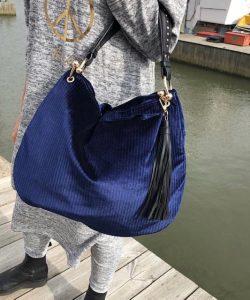 blå sammetsväska