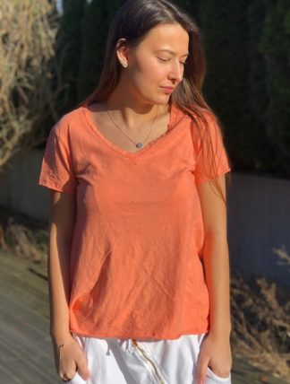 orange v-ringad t-shirt