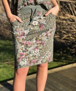 kjol med blommor i grön