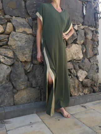 grön klänning med guldsidor