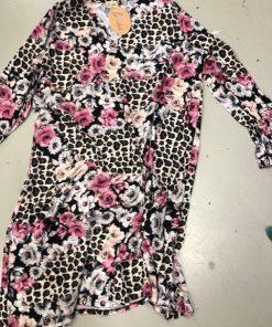 klänning med leo och blommor