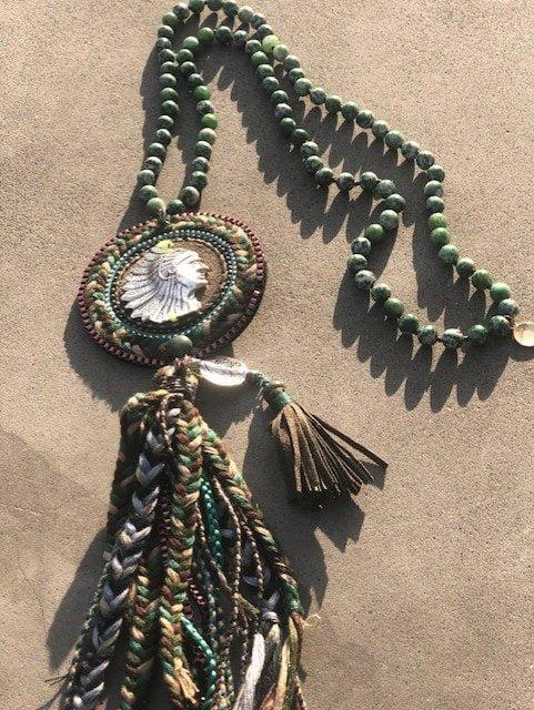 grönt halsband indian