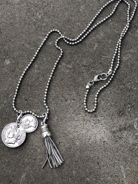 halsband med berlock