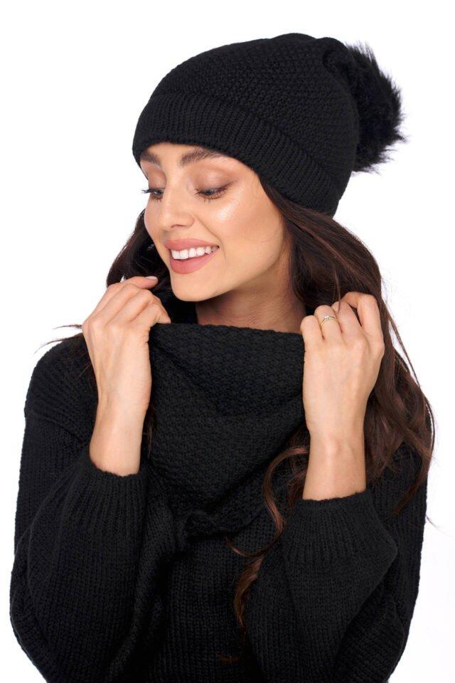 svart mössa och halsduk dam