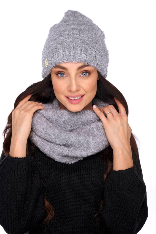 grå mössa och halsduk dam