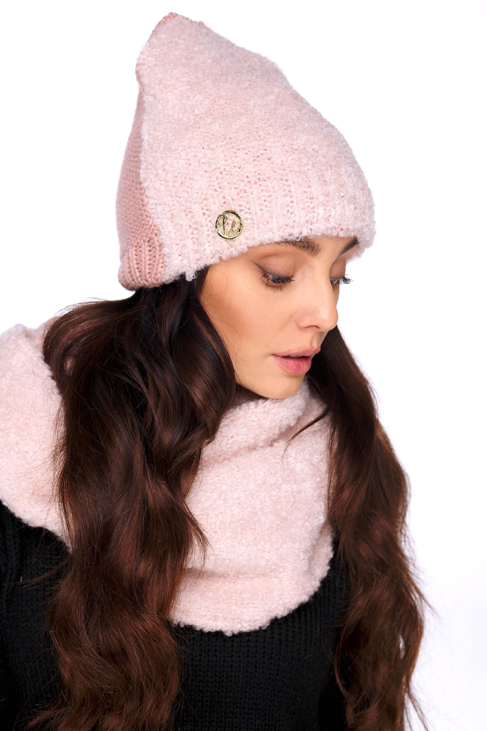 rosa mössa och halsduk dam