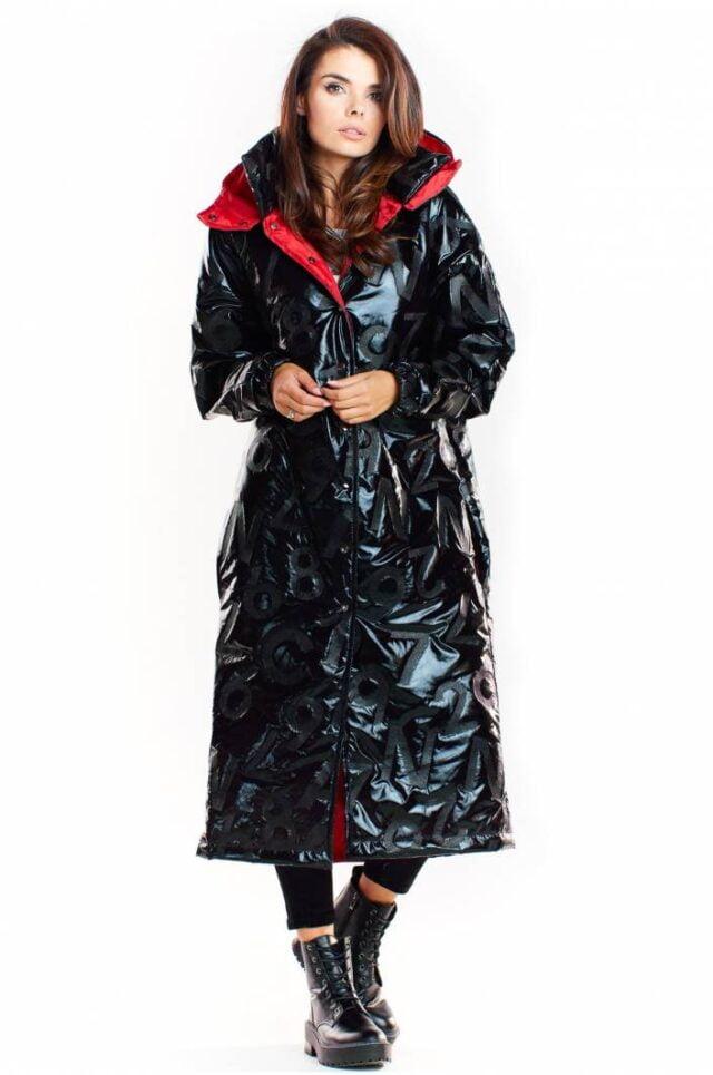 Vattentät lång kappa i svart lack med röd insida