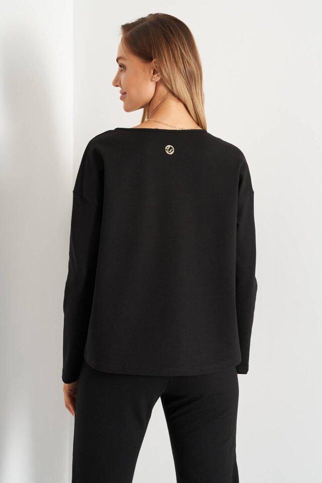 Svart bekväm tröja för företagskvinnor på kontoret